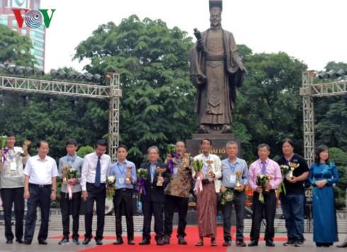 เปิดนิทรรศการภาพถ่ายประเทศและคนอาเซียน ณ กรุงฮานอย - ảnh 1