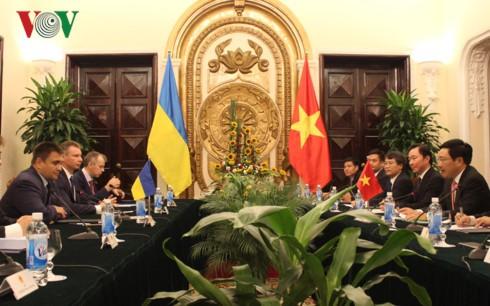 รัฐมนตรีต่างประเทศยูเครน พาฟโล คลิมคิน เยือนเวียดนาม - ảnh 1