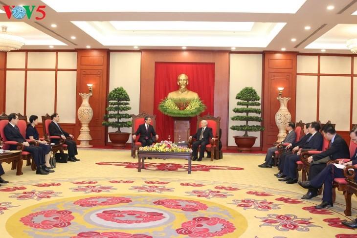 베트남, 중국과의 형제관계, 환한 협력 확대 중요시 - ảnh 1