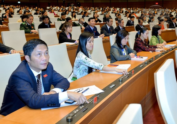 베트남 국회총회, 국방법 (개정) 승인과 2019년 법령 및 입법 계획에 대한 결의안  표결 통과 - ảnh 1