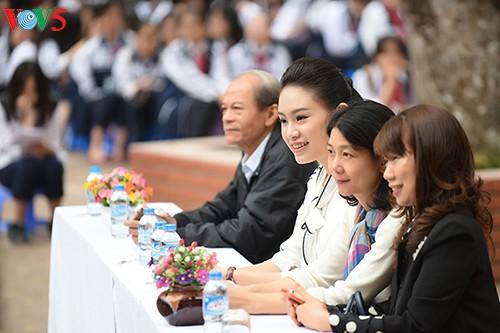 Người đẹp Truyền thông Ngọc Vân về trường cũ kêu gọi gây quỹ 'Vì Trường Sa' - ảnh 4