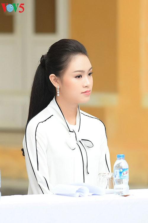 Người đẹp Truyền thông Ngọc Vân về trường cũ kêu gọi gây quỹ 'Vì Trường Sa' - ảnh 2