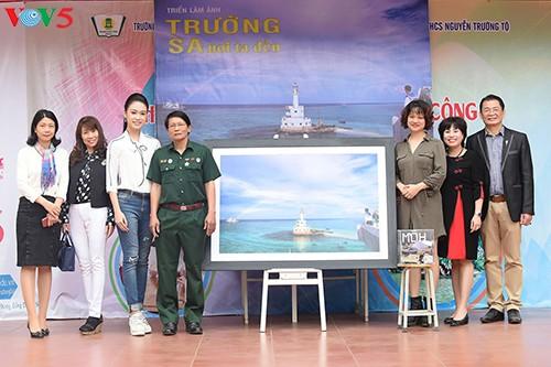 Người đẹp Truyền thông Ngọc Vân về trường cũ kêu gọi gây quỹ 'Vì Trường Sa' - ảnh 5