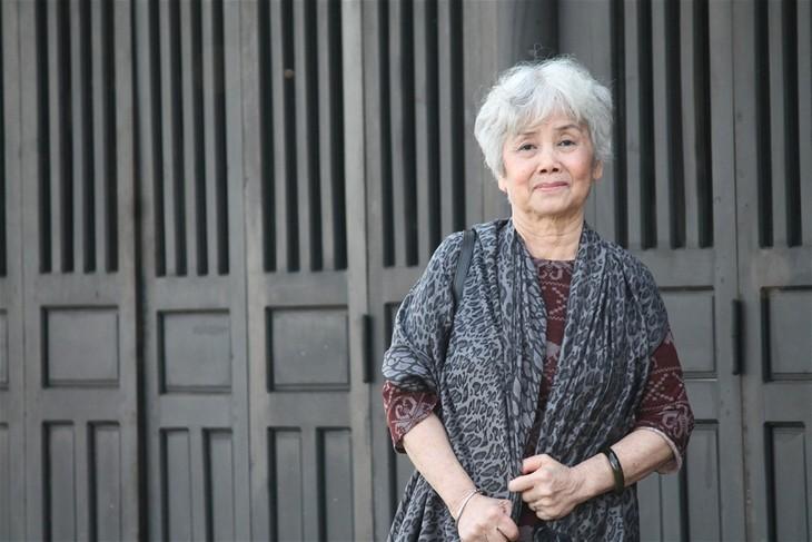 Nhà thơ Bùi Kim Anh: 'Bán buồn là để làm quà cho vui' - ảnh 1