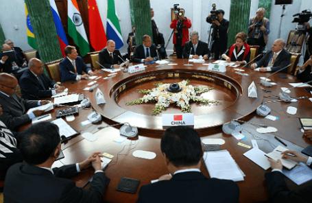 В Бразилии открылся деловой саммит БРИКС - ảnh 1