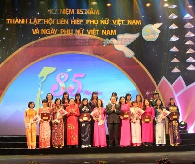 Вклад вьетнамских женщин в развитие общества - ảnh 1
