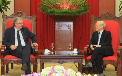 Делегация Французской коммунистической партии посещает Вьетнам - ảnh 1