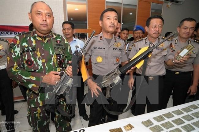 Полиция Индонезии назвала имена подозреваемых в причастности к терактам в Джакарте - ảnh 1