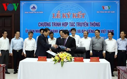 Радио «Голос Вьетнама» и Народный комитет города Дананг подписали договор о сотрудничестве - ảnh 1