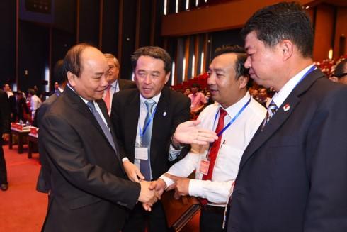 Диалог премьера Вьетнама с представителями бизнес-кругов страны - ảnh 1