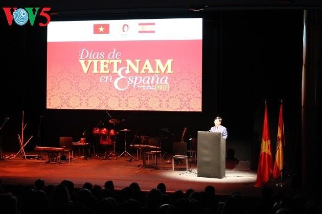 «День культуры Вьетнама в Испании» ярко отражает особые черты вьетнамской культуры - ảnh 1