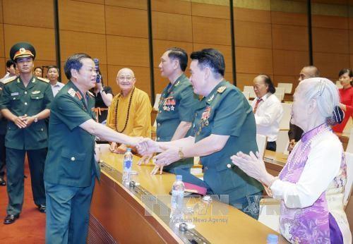 Вице-спикер парламента Вьетнама принял делегацию Командования ВМС страны - ảnh 1