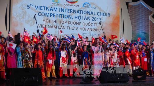 Более тысячи артистов принимают участие в Международном хоровом конкурсе 2017 в Хойане  - ảnh 1