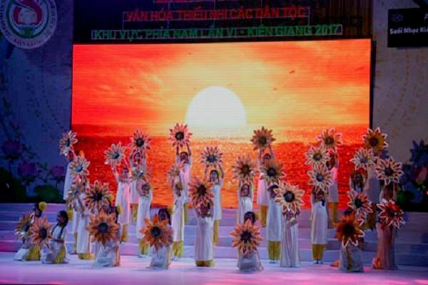 Детский фестиваль культуры народностей Южного Вьетнама - ảnh 1