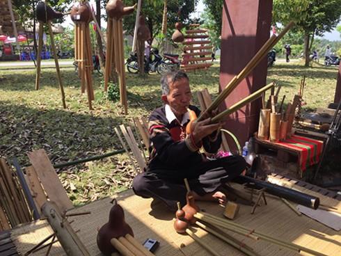 Хранители традиционных музыкальных инструментов малых народностей - ảnh 1