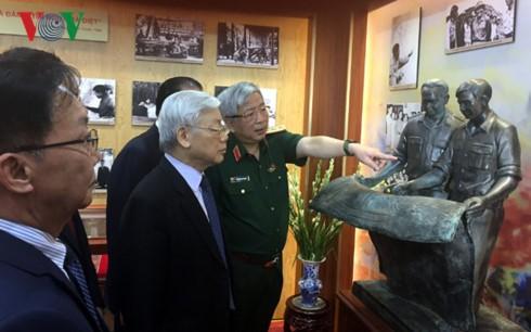 Нгуен Фу Чонг зажёг благовония в память о генерале армии Нгуен Чи Тхане - ảnh 1