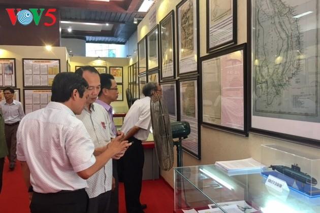 В городе Хюэ открылась выставка, посвящённая суверенитету Вьетнама над островами Хоангша и Чыонгша - ảnh 1