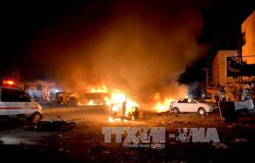 В результате взрыва в Пакистане пострадали и погибли десятки человек - ảnh 1