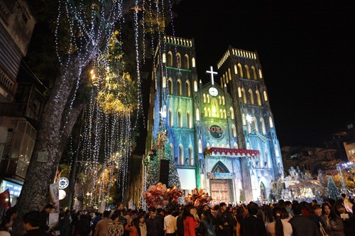 Christmas tour of Hanoi's churches  - ảnh 1
