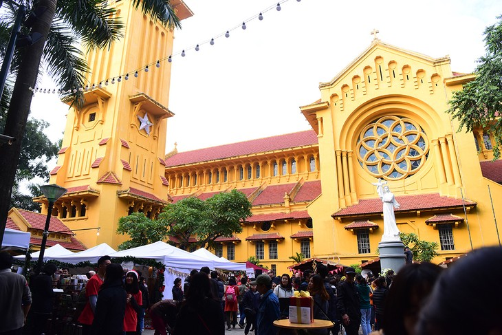 Christmas tour of Hanoi's churches  - ảnh 2