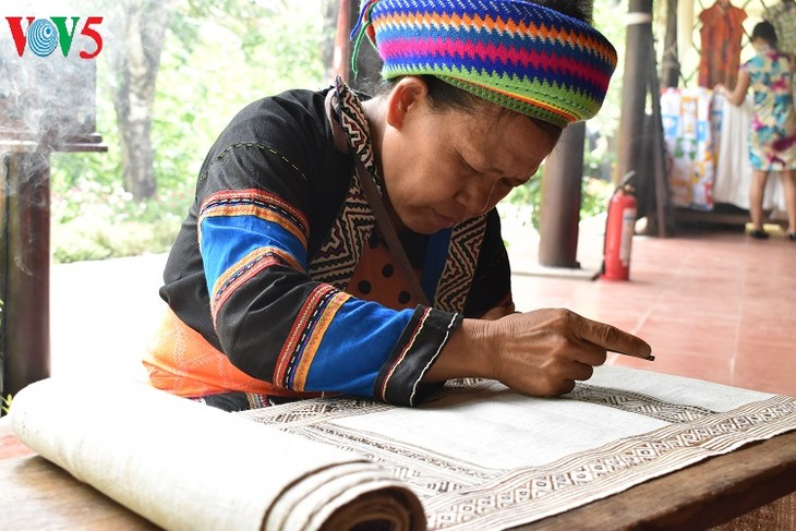 Mong textile patterns recognized as intangible cultural heritage - ảnh 2