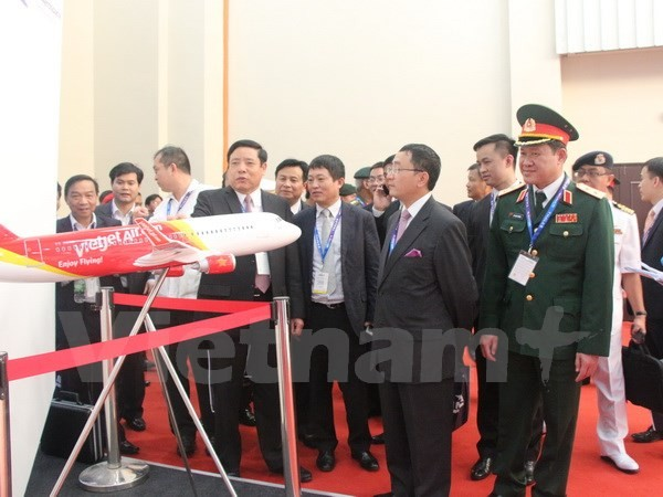 Vietnam attends International Maritime and Aerospace Exhibition 2015 - ảnh 1