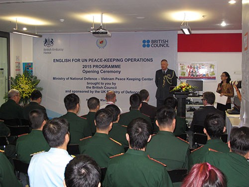 English course for Vietnamese army officers opens - ảnh 1