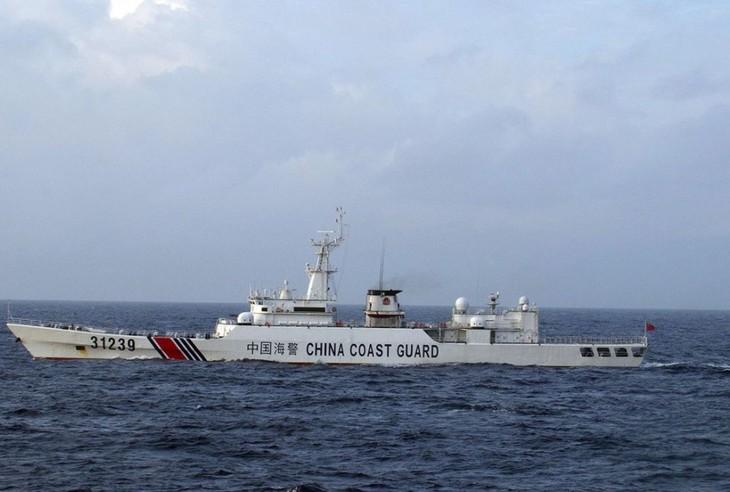 Chinese vessels sail around Senkaku islands for 10th consecutive day - ảnh 1