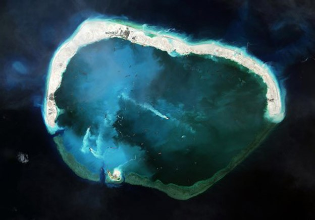 China's illegal island building in East Sea damages environment - ảnh 1