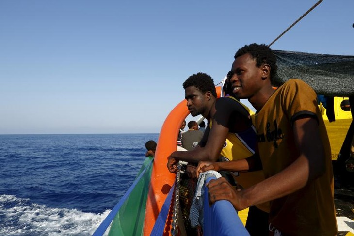 EU to aid Libyan navy to stop human smuggling - ảnh 1
