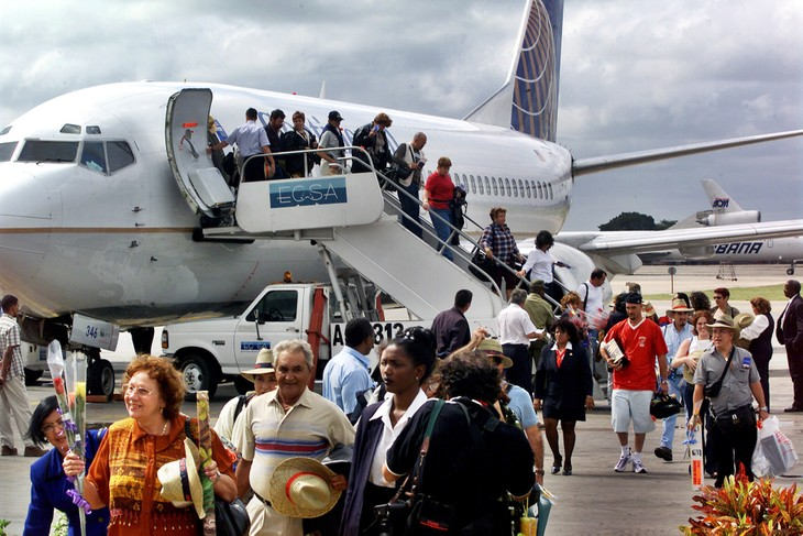 Cuba approves first commercial flight from the US - ảnh 1