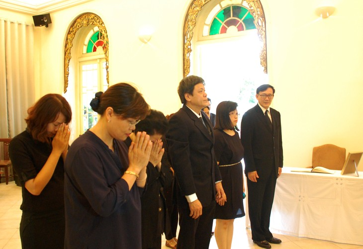 VOV's leaders pay tribute to the Thai King - ảnh 1