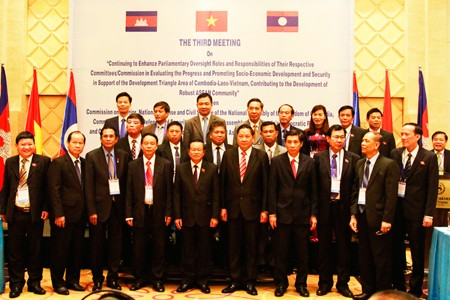 Vietnam, Laos, Cambodia boost economic cooperation until 2030 - ảnh 1