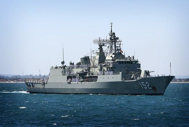Australian naval ship visits Cam Ranh port - ảnh 1