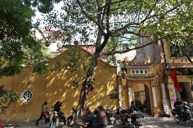 Foreigners experience Hanoi's life and culture - ảnh 2