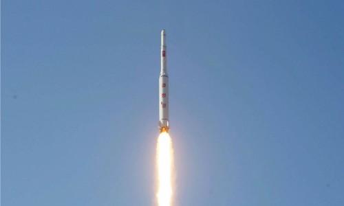 North Korea tests new rocket engine - ảnh 1