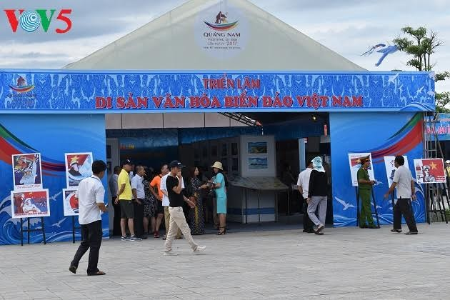Exhibition promotes Quang Nam province's sea tourism, culture - ảnh 1