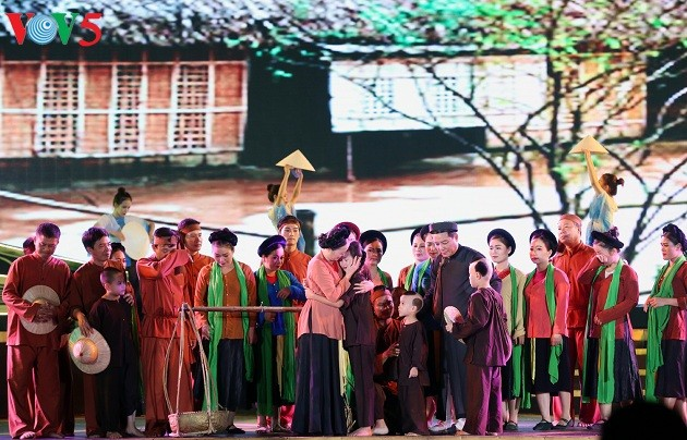 Gala night remembers President Ho Chi Minh's homecoming visit 60 years ago - ảnh 2