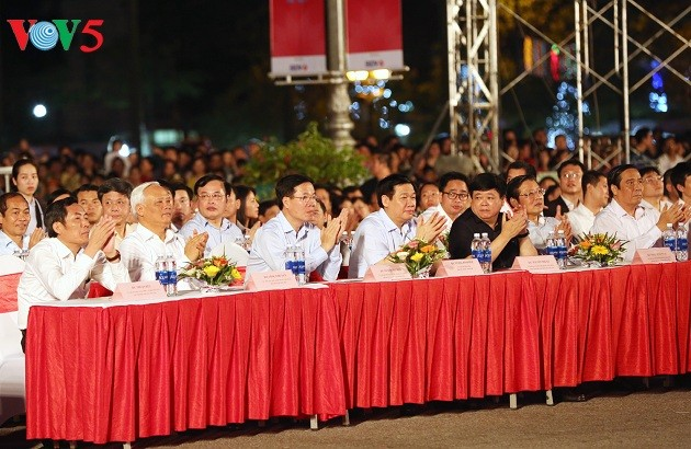 Gala night remembers President Ho Chi Minh's homecoming visit 60 years ago - ảnh 1