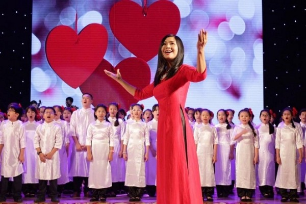 Teaching choral art to children in Hanoi - ảnh 1