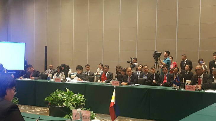 Altos funcionarios de Asean y China dialogan sobre el despliegue de DOC - ảnh 1