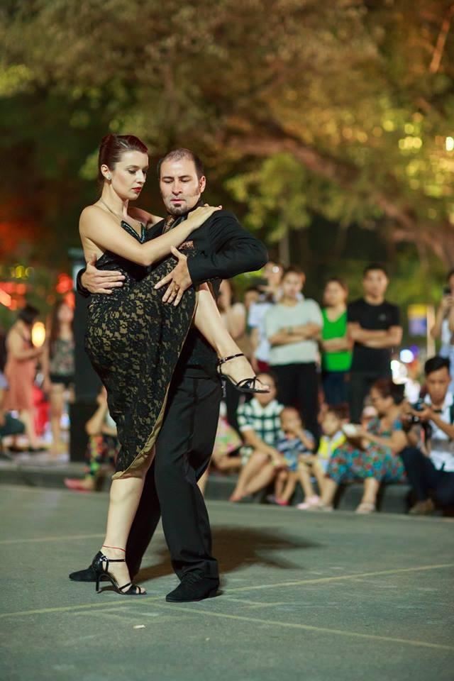 Tango, danza que acerca la cultura argentina al público vietnamita - ảnh 1