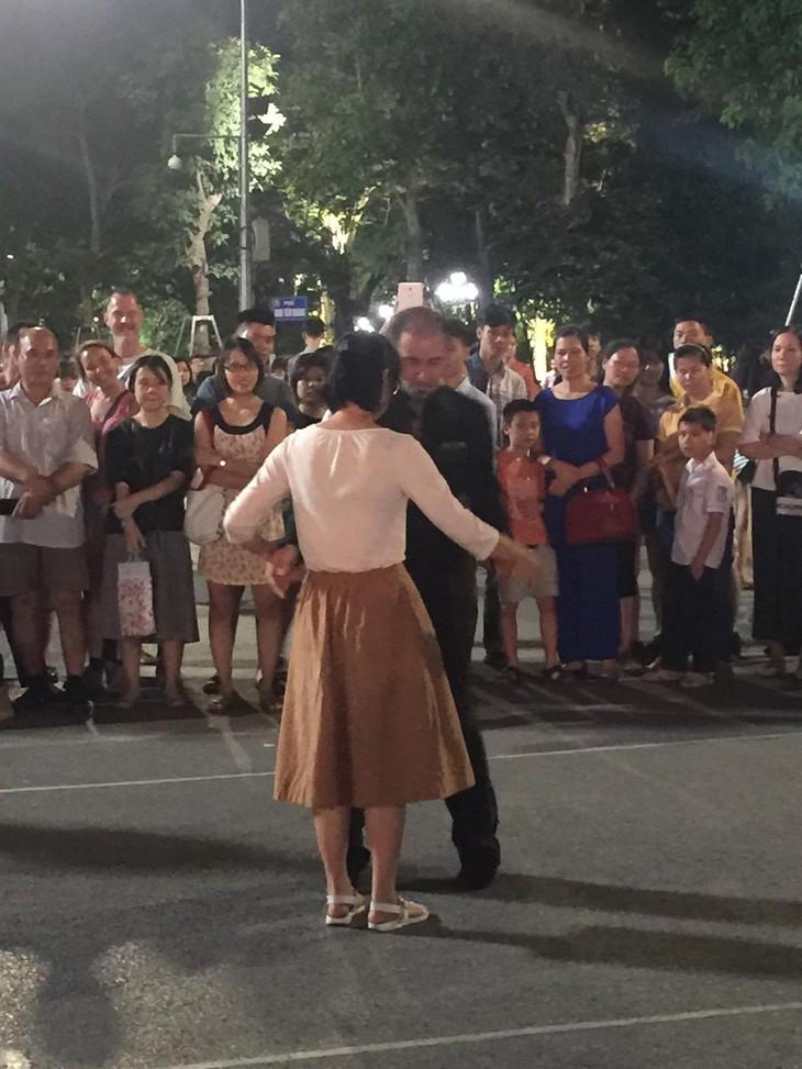 Tango, danza que acerca la cultura argentina al público vietnamita - ảnh 4