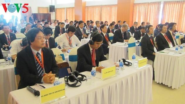 Efectúan seminario sobre relaciones especiales Vietnam-Laos - ảnh 1