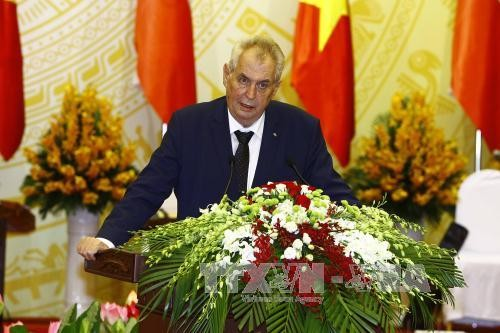 Prensa checa informa ampliamente de la visita de su presidente a Vietnam - ảnh 1