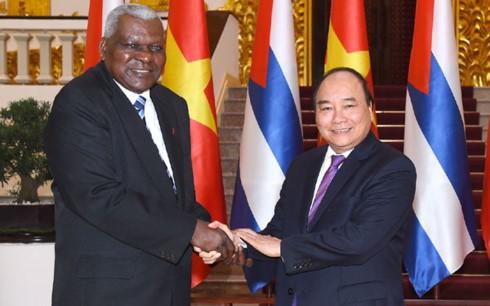 Primer ministro de Vietnam recibe al dirigente parlamentario cubano  - ảnh 1