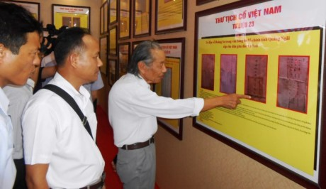 "Celebran en Quang Binh exposición ""Hoang Sa y Truong Sa de Vietnam-Evidencias Históricas y Jurídicas - ảnh 1"