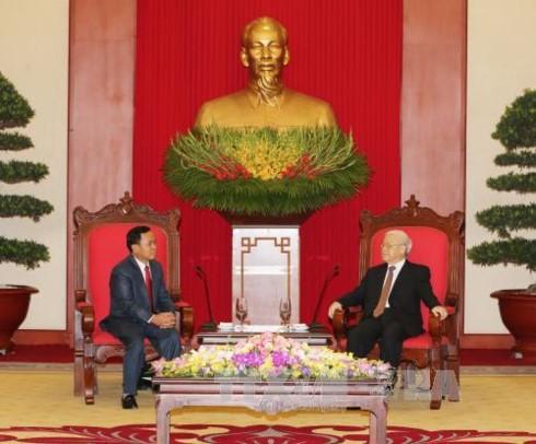 Máximo dirigente político de Vietnam urge a reforzar la cooperación partidista con Laos - ảnh 1