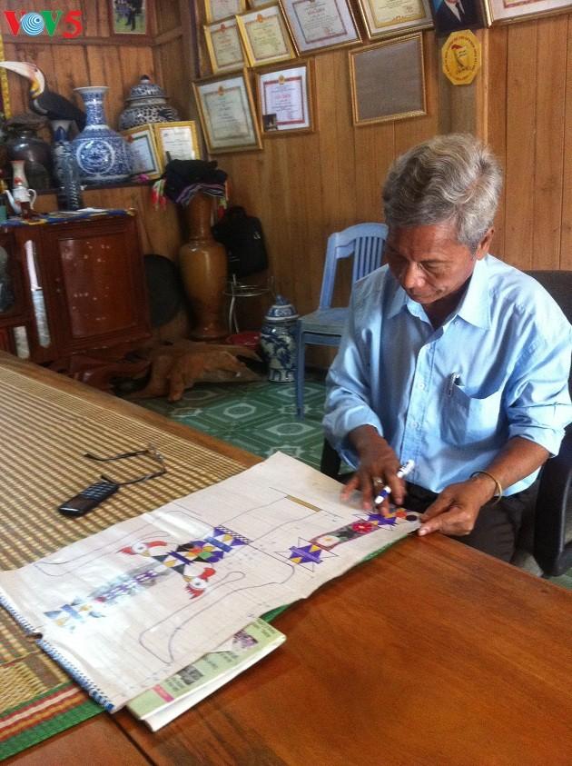 Bh'riu Po, patriarca dedicado a la preservación de la cultura de Co Tu - ảnh 1