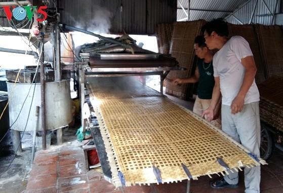 El oficio de elaborar tallarines de maranta en la aldea de Cu Da  - ảnh 1